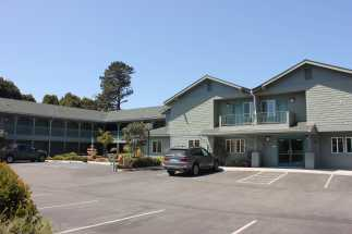 Morro Shores Inn & Suites - Just steps from the sandy beach