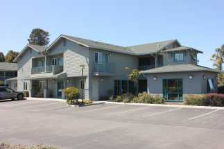 Morro Shores Inn & Suites - Craftsman style exterior with coastal decor
