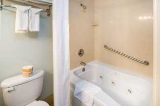 Morro Shores Inn Guest Rooms - Full bathroom with whirlpool tub